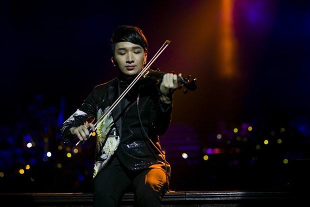 """""""Hung dong"""" - Hoang Rob thu nghiem bieu dien cung tieng violin hinh anh 1"""