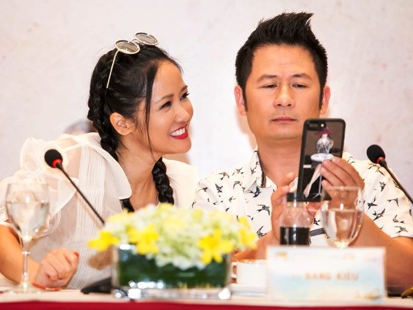 """""""In The Spotlight - Tuoi tho Toi"""": Cuoc choi trac an ve mien ky uc hinh anh 1"""