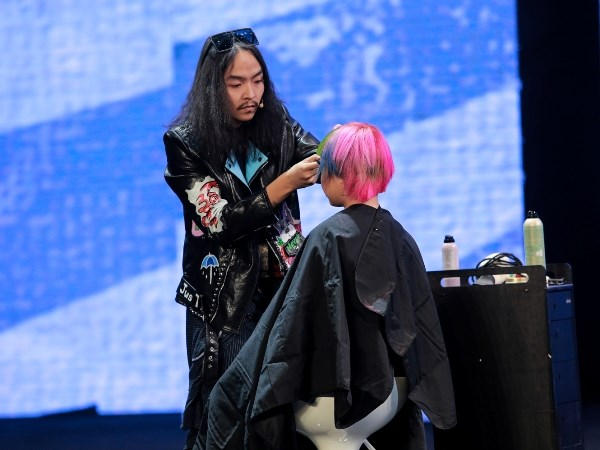 Man nhan khong gian san khau lon ky luc cua Davines Hair Show 2017 hinh anh 8