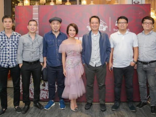 Uyen Linh mo man chuoi chuong trinh livestream am nhac 'Music Home' hinh anh 3