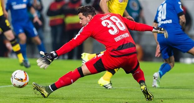 Bundesliga: Ban linh nha vo dich hay su troi day cua ke ngang duong? hinh anh 5