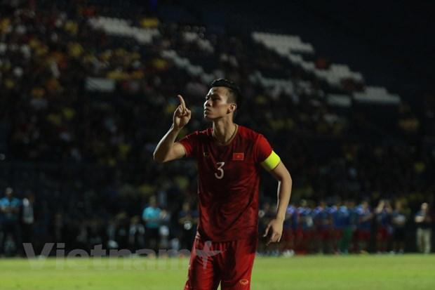 Doi tuyen Viet Nam thang tien tren bang xep hang FIFA hinh anh 1