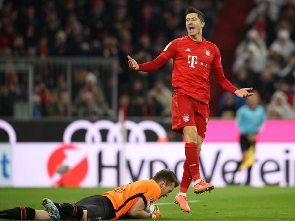 Bundesliga: Tran thua xui xeo day Bayern xa chuc vo dich Mua Thu hinh anh 3