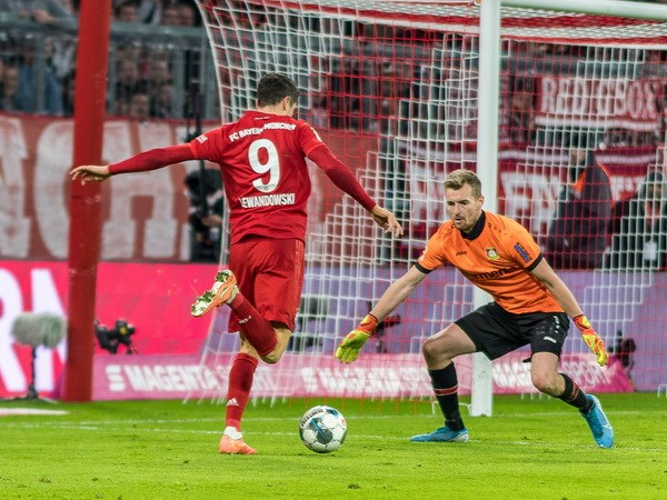 Bundesliga: Tran thua xui xeo day Bayern xa chuc vo dich Mua Thu hinh anh 5