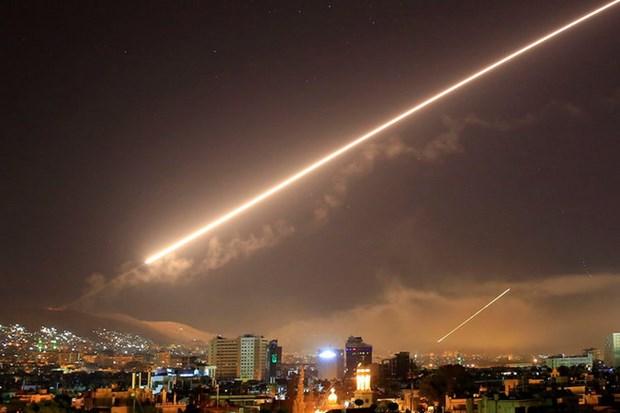 Luc luong phong khong Syria danh chan ten lua Israel hinh anh 1
