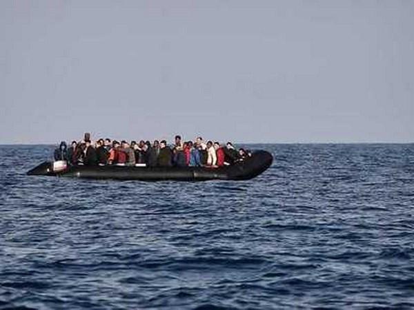 Libya giai cuu gan 600 nguoi di cu dang lenh denh tren bien hinh anh 1