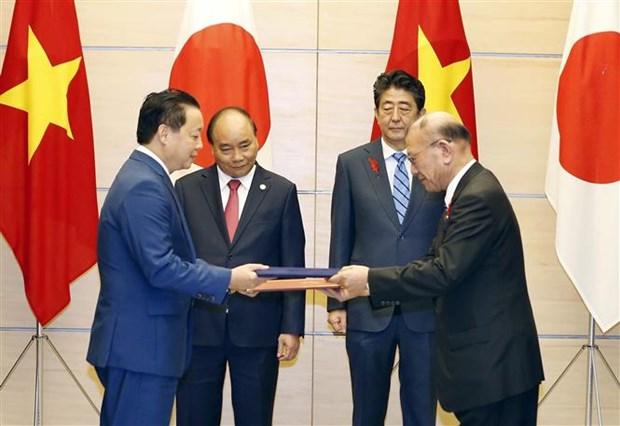Thu tuong Nguyen Xuan Phuc hoi dam voi Thu tuong Nhat Ban Shinzo Abe hinh anh 3