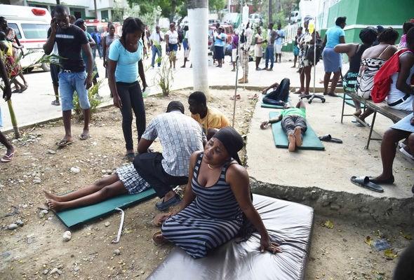 Haiti: Gan 350 nguoi thuong vong do dong dat tai Haiti hinh anh 1