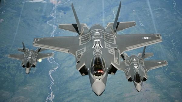 Bo Quoc phong My ra lenh ngung bay toan bo phi doi F-35 hinh anh 1