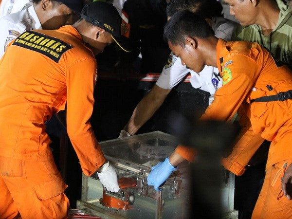 Vu roi may bay o Indonesia: Dong ho do toc do da hu hong hinh anh 1