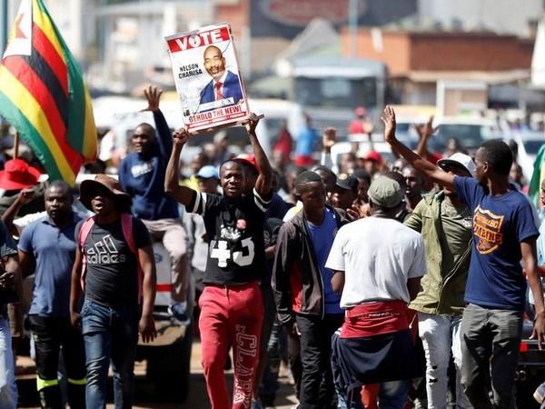 Zimbabwe: Phe doi lap tay chay doi thoai chinh tri voi chinh phu hinh anh 1