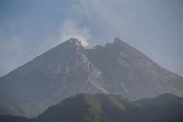 Indonesia: Nui lua Merapi phun trao dam may nong cao tren 1.200m hinh anh 1