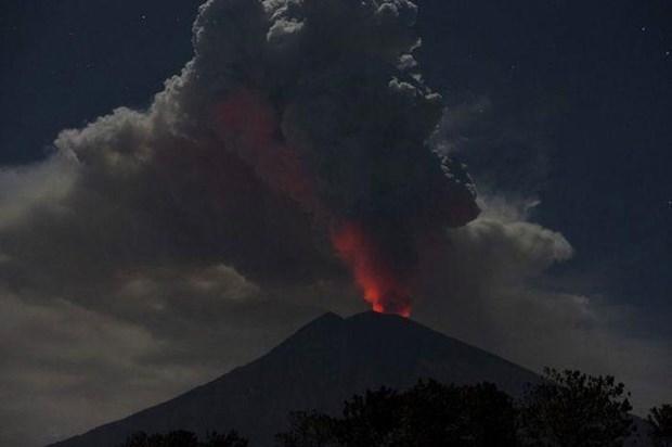 Indonesia: Nui lua Agung phun trao tao cot tro bui cao 2.000m hinh anh 1