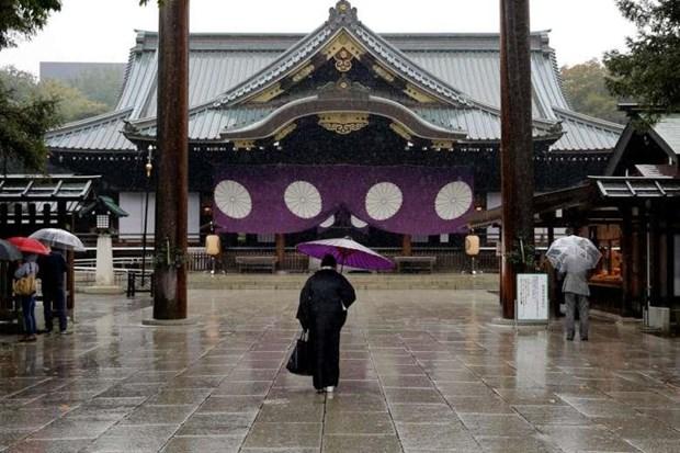 Thu tuong Nhat Ban gui do le den den Yasukuni nhan dip le hoi mua Xuan hinh anh 1