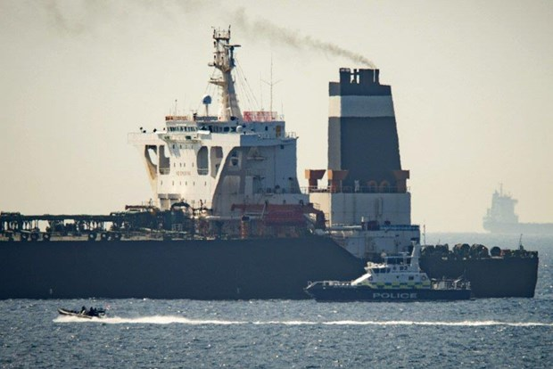 Iran trieu Dai su Anh lien quan vu bat giu tau cho dau o Gibraltar hinh anh 1