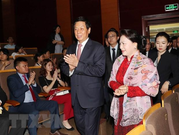 [Photo] Chu tich Quoc hoi du chuong trinh 'Nhip cau huu nghi' hinh anh 6