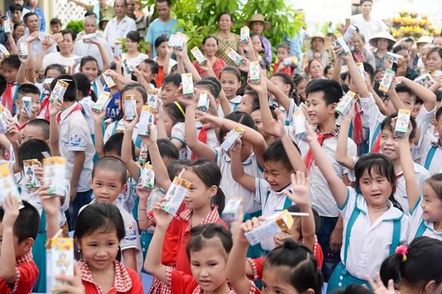 Quy Sua Vuon Cao Viet Nam tang 70.000 ly sua cho tre em Thai Nguyen hinh anh 2