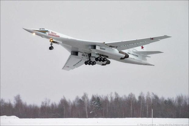 Nga dieu may bay nem bom Tu-160 toi gan bien gioi voi My hinh anh 1