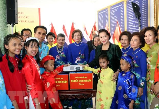 [Photo] Chu tich Quoc hoi tham ba con kieu bao tai tinh Udon Thani hinh anh 5