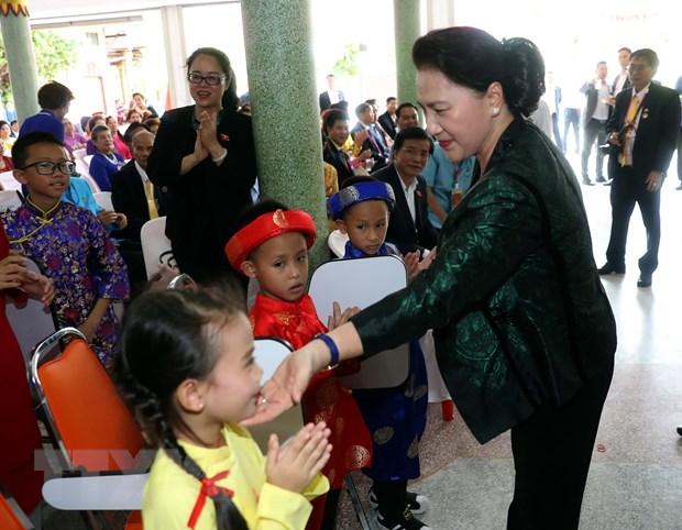 [Photo] Chu tich Quoc hoi tham ba con kieu bao tai tinh Udon Thani hinh anh 6