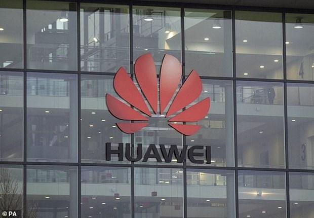 Bo Thuong mai My rut cac quy dinh cam cong ty ban hang cho Huawei hinh anh 1