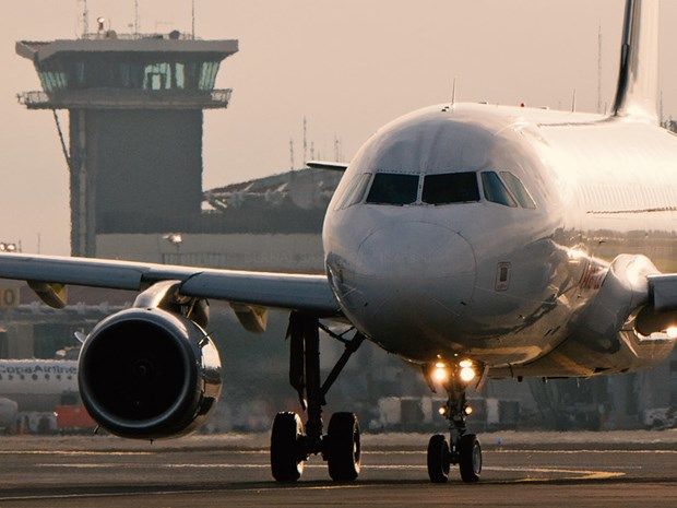 Nga: May bay cho 172 hanh khach phai ha canh khan cap hinh anh 1