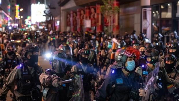 Hong Kong: Nguoi bieu tinh tiep tuc tu tap bat chap dich COVID-19 hinh anh 1