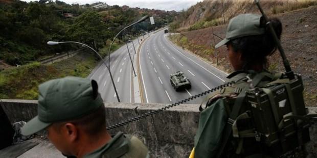 Venezuela: Co van thu linh phe doi lap tu chuc vi cao buoc 'xam luoc' hinh anh 1