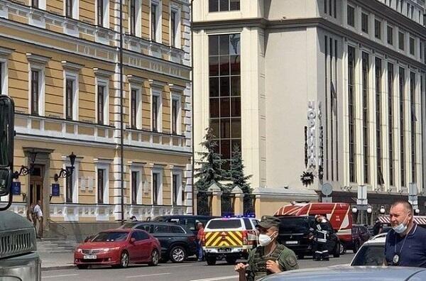 Ukraine: Mot doi tuong bat coc con tin, de doa no bom tai ngan hang hinh anh 1