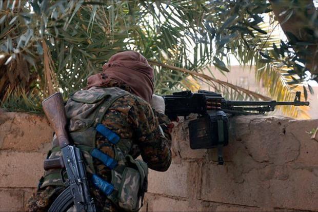 Giao tranh ac liet giua quan doi Syria voi cac tay sung IS hinh anh 1