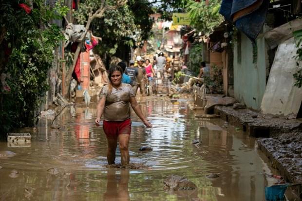 Hon 5.000 nguoi Philippines phai so tan do bao Dujuan hinh anh 1
