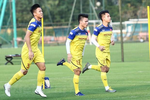 Quang Hải (giữa) cùng nhóm cầu thủ Hà Nội FC tập luyện cùng đội tuyển Việt Nam chiều 6/10 sau khi trở về từ Triều Tiên. (Ảnh: Nguyên An)