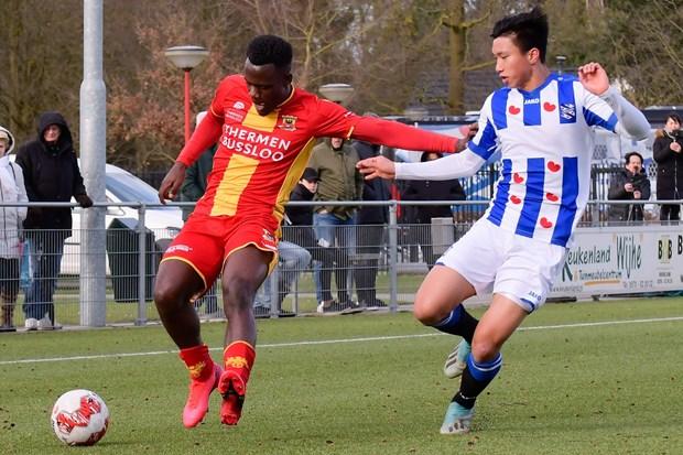 Van Hau ghi dau an, giup doi tre SC Heerenveen thang dam hinh anh 1