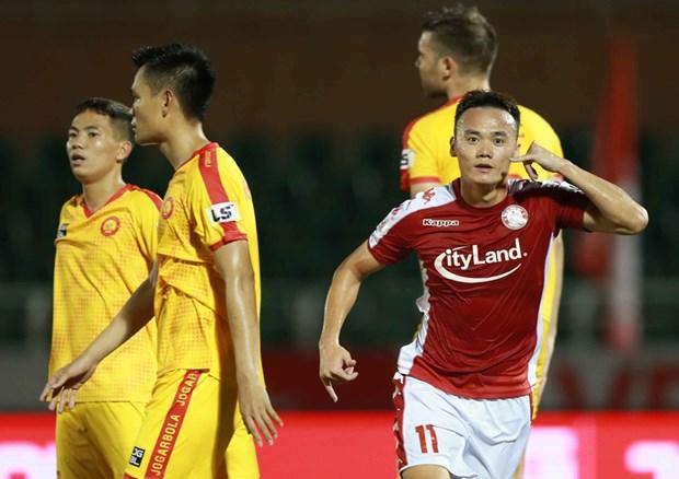Huan luyen vien ngoai thang thung che trong tai noi V-League thien vi hinh anh 1