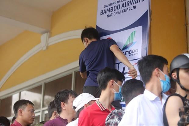 CDV chen chuc mua ve tran Nam Dinh-HAGL bat chap lo ngai dich COVID-19 hinh anh 5