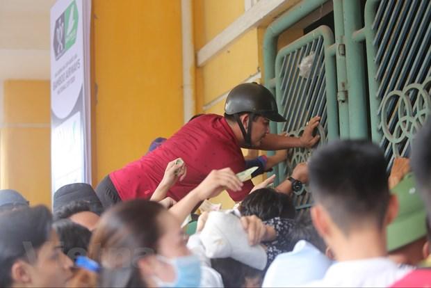 CDV chen chuc mua ve tran Nam Dinh-HAGL bat chap lo ngai dich COVID-19 hinh anh 6