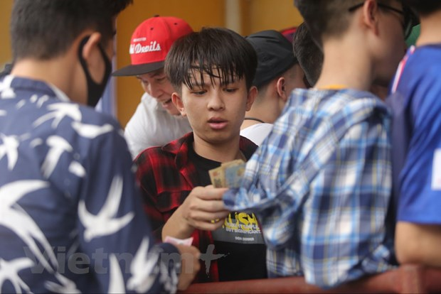 CDV chen chuc mua ve tran Nam Dinh-HAGL bat chap lo ngai dich COVID-19 hinh anh 3