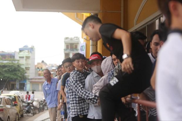 CDV chen chuc mua ve tran Nam Dinh-HAGL bat chap lo ngai dich COVID-19 hinh anh 7