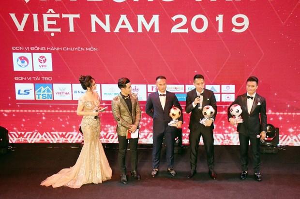 Hung Dung vuot Quang Hai, lan dau gianh Qua bong vang 2019 hinh anh 2