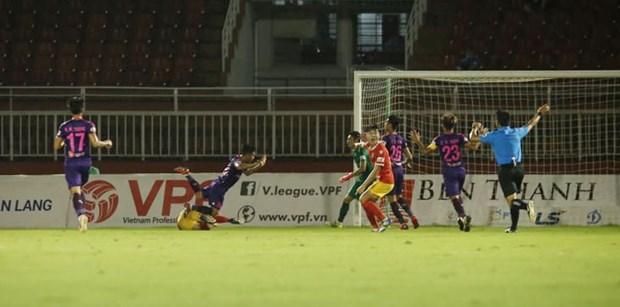 Vong 7 V-League 2020: Noi lo mang ten ''nhung vi vua ao den'' hinh anh 1