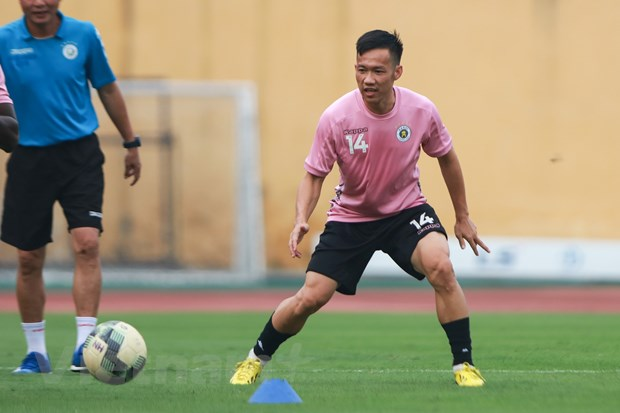 Le Tan Tai noi gi khi cung Van Hau tro thanh hinh mau o V-League? hinh anh 1