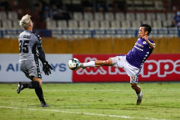 5 diem nhan tran Ha Noi FC thang dam TP.HCM: Sai lam cua Bui Tien Dung hinh anh 1