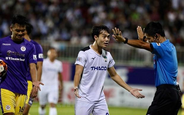 HLV HAGL phan nan trong tai sau tran thua dam Ha Noi FC tren san nha hinh anh 1
