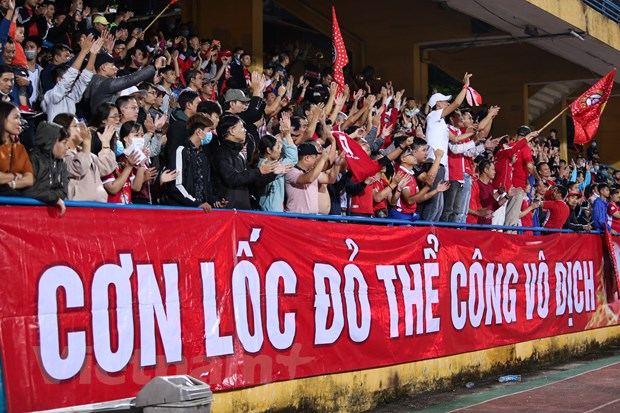 Viettel vo dich V-League 2020: 'Nha vua' dung giua nhung lan ranh hinh anh 1