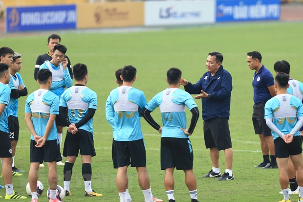 Tan HLV Ha Noi FC mong cau thu doan ket de bam duoi HAGL o V-League hinh anh 2