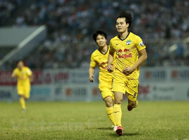 Van Toan va Cong Phuong toa sang, HAGL giu vung ngoi dau bang V-League hinh anh 2