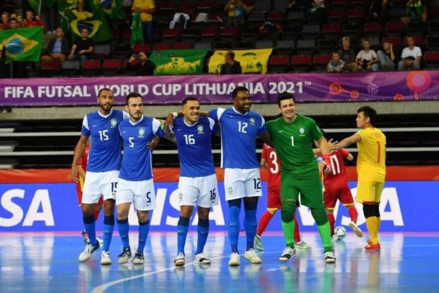 Khoanh khac tuyen futsal Viet Nam sut tung luoi Brazil o World Cup hinh anh 6