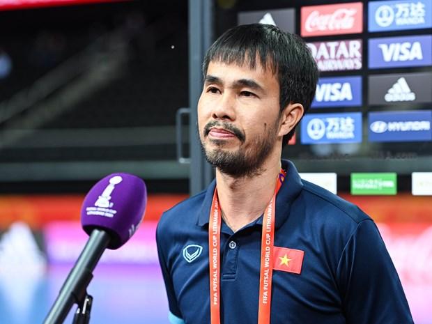 HLV Minh Giang nhiem COVID-19 nen khong chi dao tuyen futsal Viet Nam hinh anh 1