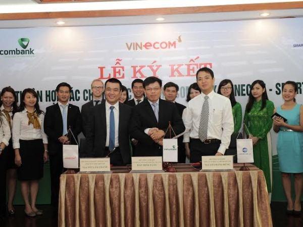 Vietcombank va Smartlink cung cap dich vu ban le cho Vinecom hinh anh 1
