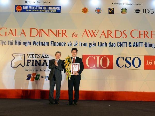 Pho Tong Giam doc VietinBank dat giai lanh dao CNTT tieu bieu hinh anh 1